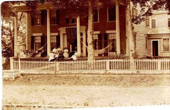 Brookside Inn at Laurens: house front