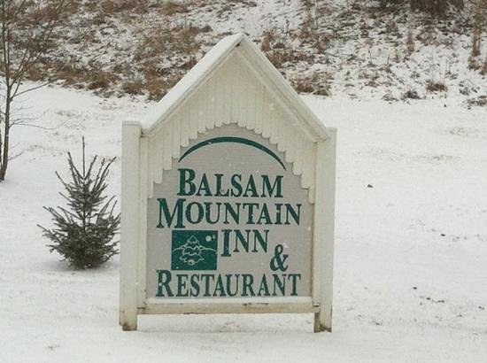 Balsam Mountain Inn & Restaurant: Snowy day at the Inn