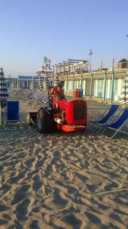 Grand Hotel Continental: La spiaggia è sempre pulitissima