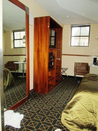 Harborside Inn: Room
