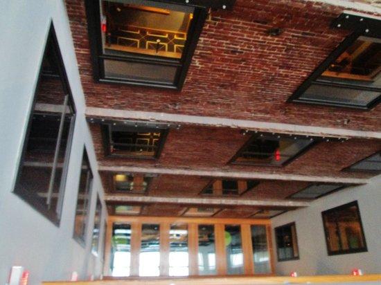 Harborside Inn: View looking down in hallway, very cool