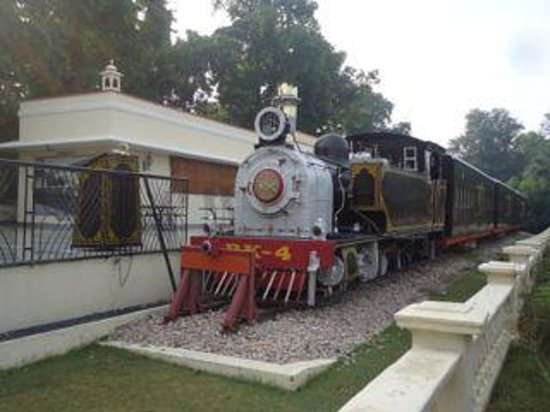 Rambagh Palace: Steam - Casual dining in an old steam train
