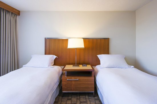International Hotel Calgary: Twin Bedroom Suite