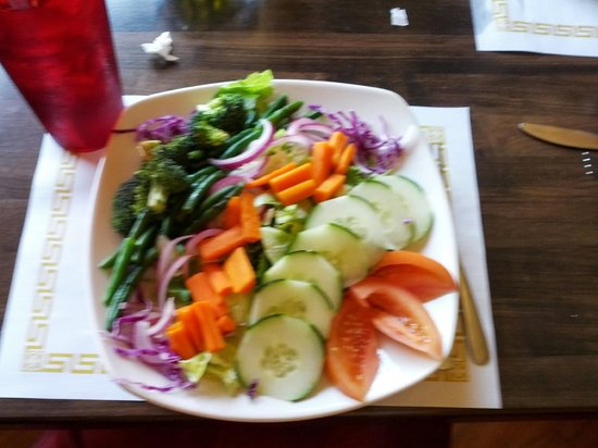 Lexington Hotel & Suites - Fountain Hills / North Scottsdale : Healthy salad for lunch