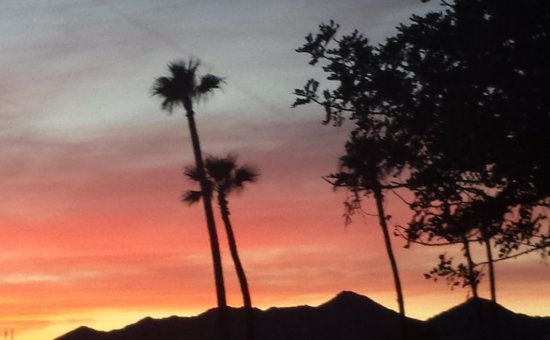 Lexington Hotel & Suites - Fountain Hills / North Scottsdale : Sunset on Avenue of the Fountains