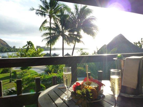 InterContinental Moorea Resort & Spa: Champagne et ananas pour notre anniversaire de mariage