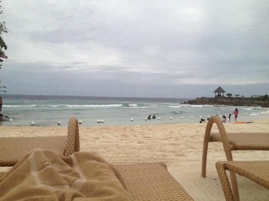 Shangri-La's Mactan Resort & Spa: visit during summer to enjoy this beach more!
