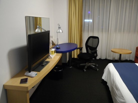 Holiday Inn Express Zhabei Shanghai: espace travail et distraction