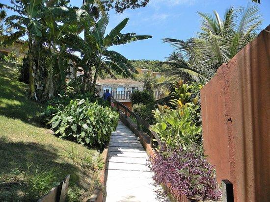 Colonna Park Hotel : Acceso a escalera para decenso a playa Joao Fernadez