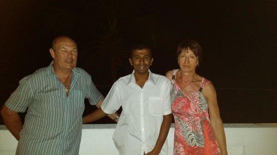 French Residence: avec Momo sur la terrasse après un dîner typique Sri lankais
