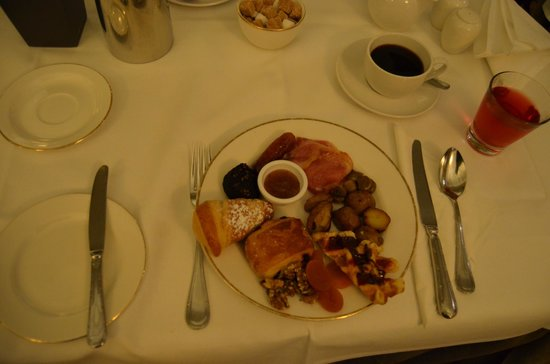 The Heritage Killenard: elegant breakfast (this is only what I chose from the buffet!)