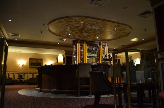 The Heritage Killenard: classy bar area - hand painted ceiling decor!