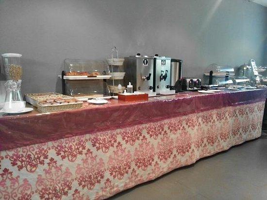 Hotel Curious: Sala colazione, il buffet