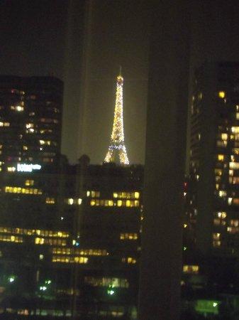 Adagio Paris Tour Eiffel : Noite iluminada.