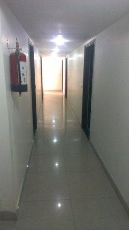 New Light Hotel: Corridor