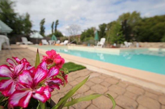 La Gentilhommiere Etincelles : la piscine