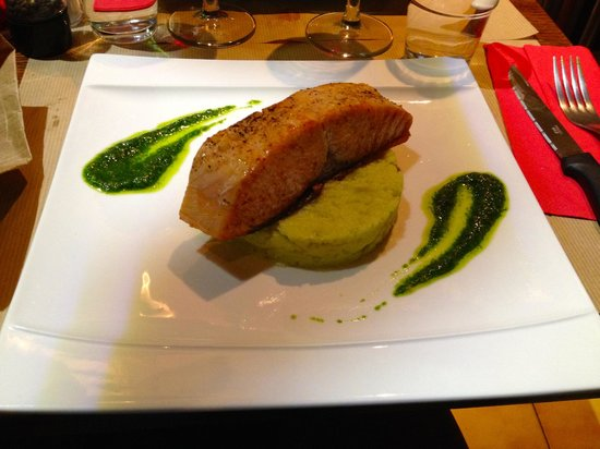 L'Annexe: salmon with wasabi mash and pesto, so good!