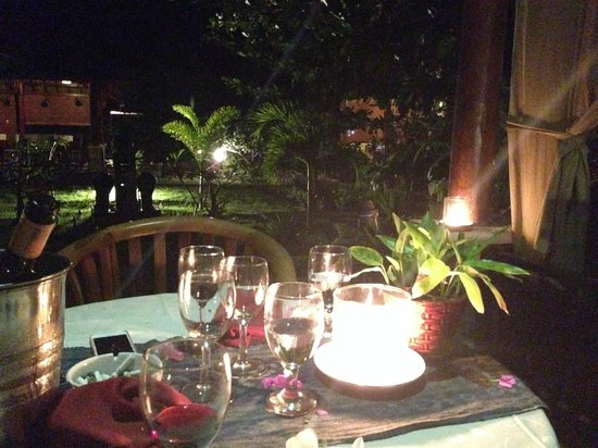 Tropical Hideaways Resort: Romantic evening