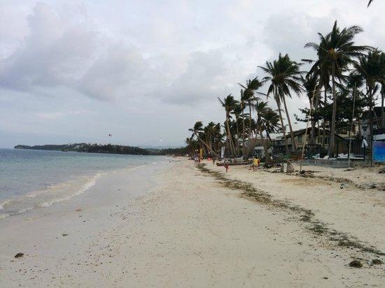 7Stones Boracay Suites: Beach
