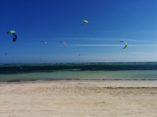 7Stones Boracay Suites : Beach - Kite Surfing All Day