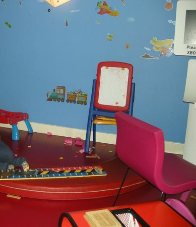 Novotel London Heathrow: hotel's indoor children's play room