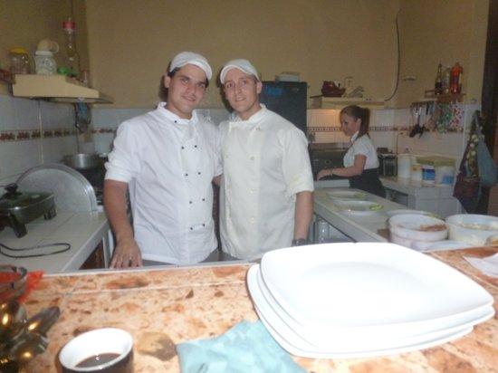 Restaurante Dona Nora: les sympatiques cuisiniers. El Tio