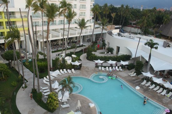 Hilton Puerto Vallarta Resort: View from Sushi Bar and Pool