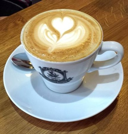 Espresso Kitchen : A Flat White, with attention to detail