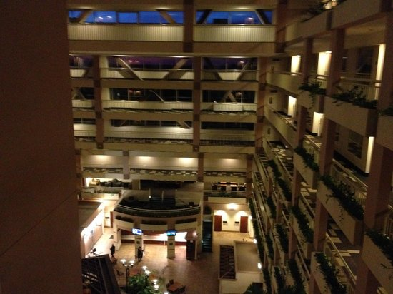 Embassy Suites by Hilton Atlanta - Buckhead: Inside view