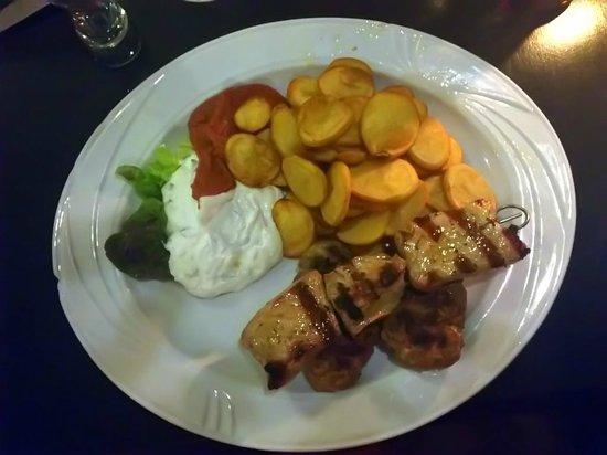 Restaurant Lukullus: Suzuki, Suflaki, Tzatziki, Patatakia