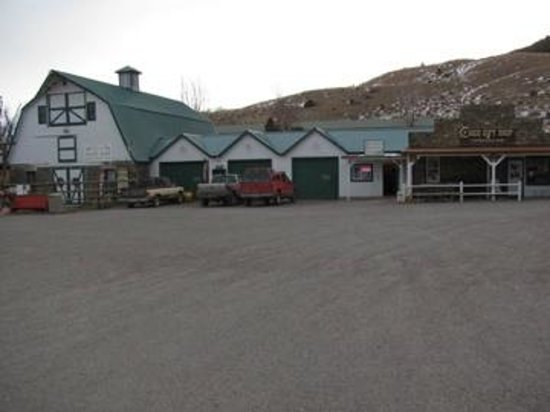 Chico Hot Springs Resort : Stables, dog sled and gift shops
