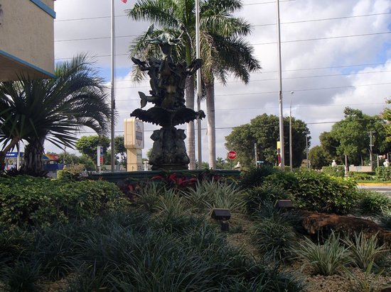 Universal Palms Hotel: front entrance