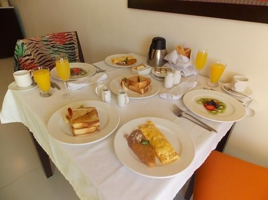 El Dorado Sensimar Riviera Maya: gourmet breakfast in bed