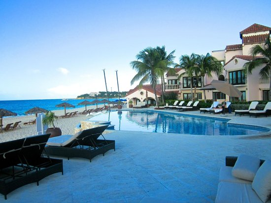 Frangipani Beach Resort: Room at end of pool is a suite right on the beach