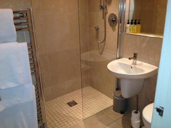 The Longlands Inn & Restaurant: downstairs bathroom