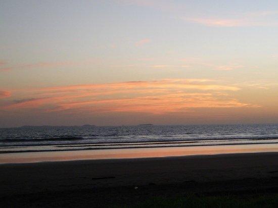 Las Lajas Beach Resort: sunset