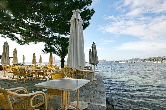 Hotel Illa d´Or: кафе на пляже