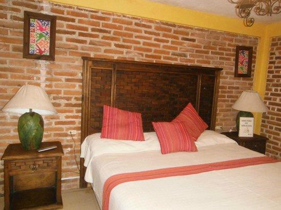 Hotel Posada La Escondida: Habitación limpia y recien orneada.