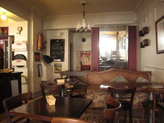 Hostal de la Barra: Bistro ao lado, aonde os quartos individuais tomam cafe