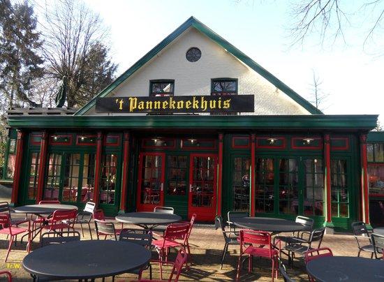 't Pannekoekhuis Schaarsbergen: Het restaurant met terras .