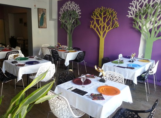 PEARL AND PLOY THAI FUSION RESTAURANT: Inside decor