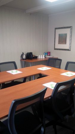 The Mohawk Inn & Conference Centre: Small Boardroom