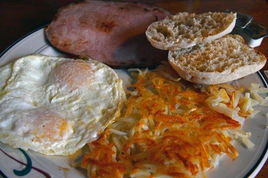 Java Lava Cafe: Breakfast platter! So much food!