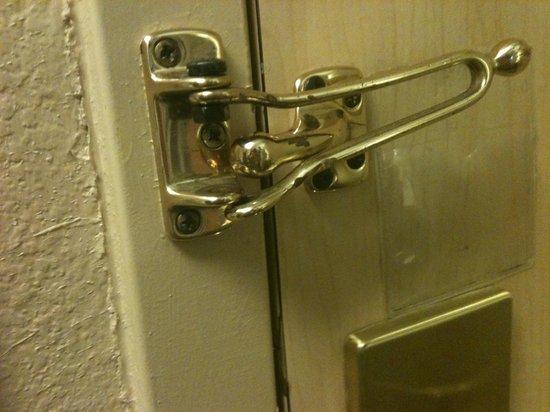 Extended Stay America - Orlando - Lake Buena Vista: Broken Door Lock