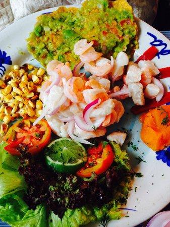 La Cevicheria : Ceviche peruano mixto, pescado y camarones. Delicioso. Mi preferido hasta ahora de todos los que