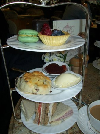 Betty's Cafe Tea Rooms : Afternoon tea