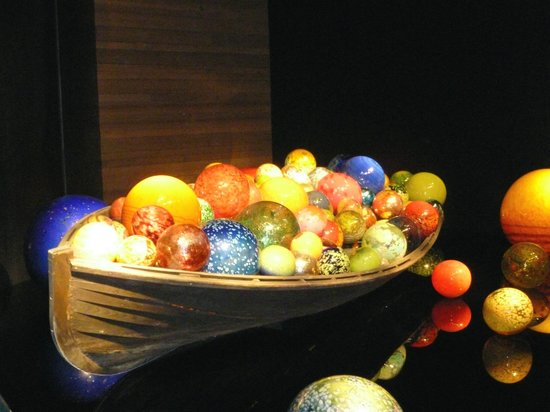 """Chihuly Collection : a boat of """"floats"""""""