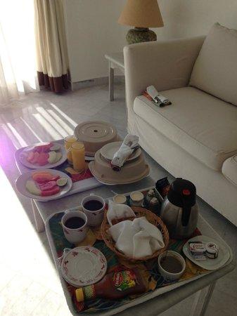 Las Hadas By Brisas: room service!