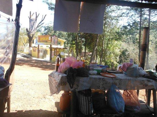 Cascadas Quetzalapan: desde el puesto de comida...