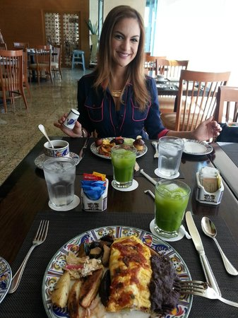 Beach Palace: cactus juice and food at lunch in Tequila restaurant